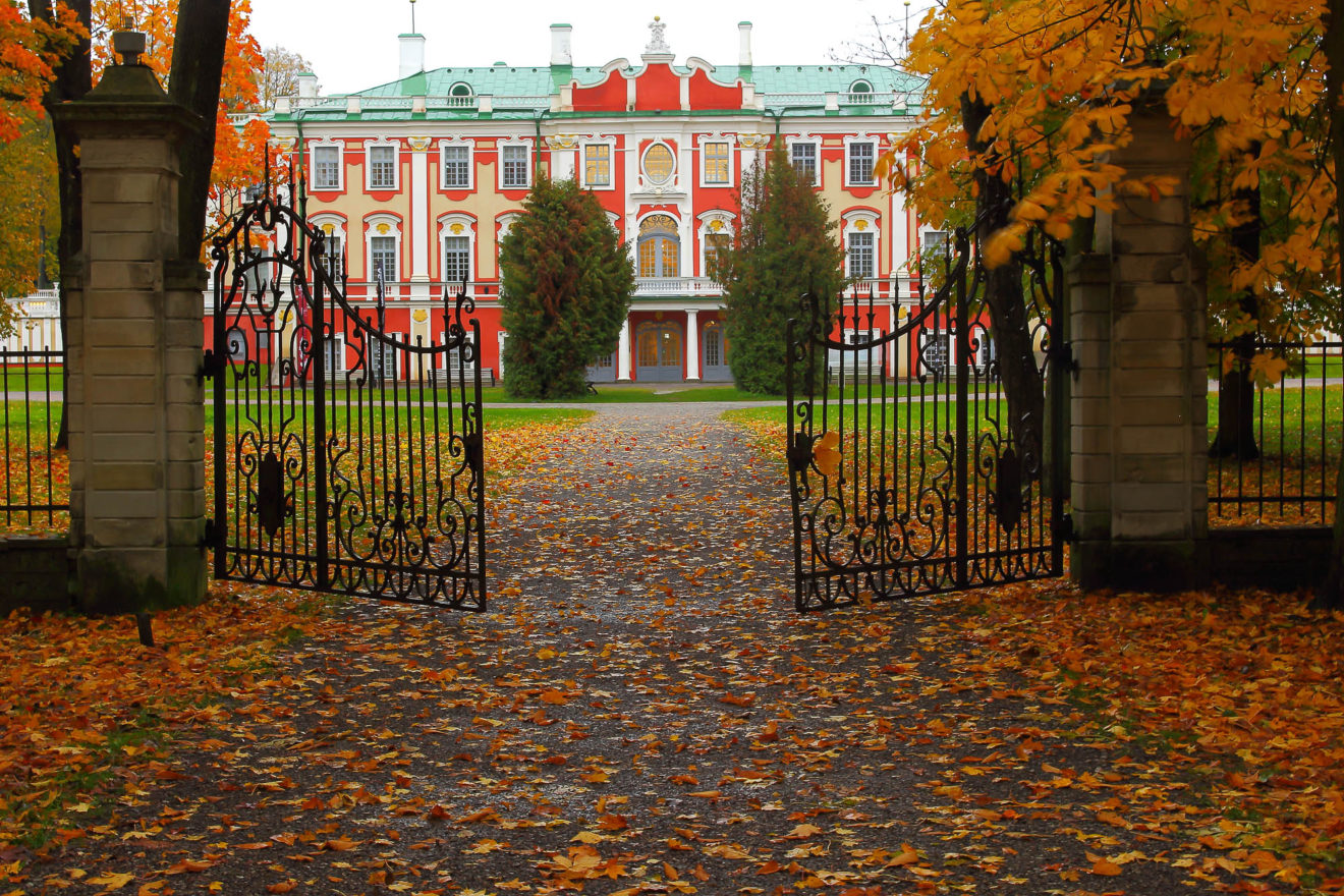 Autumn view of Kadriorg Castle